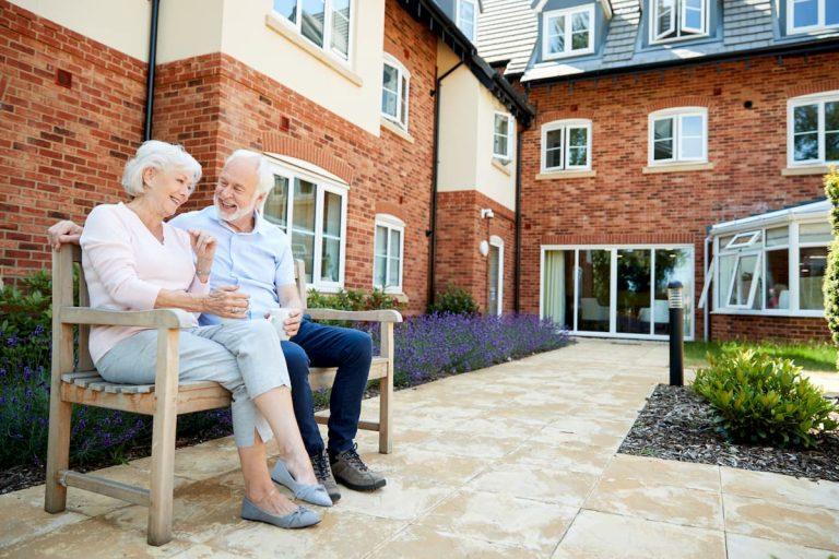 Rester à son domicile ou choisir l'hébergement temporaire ?